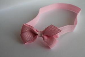 Roze haarbandje met streepjesstrik