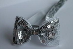 Haarbandje zilveren glitter strik