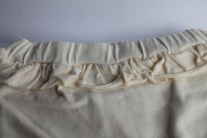 Ruffled baby shorts creme