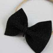 Nylon haarbandje met zwarte vlinderstrik