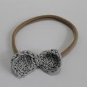 Nylon haarbandje gehaakt grijs strikje