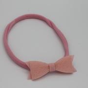 Roze haarbandje met vilten strik