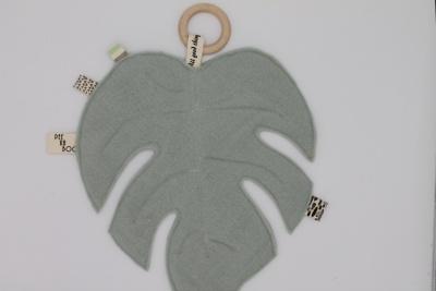 Bijtring met handgemaakt knuffelblad mintgroen