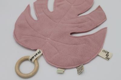 Bijtring met handgemaakt knuffelblad oudroze