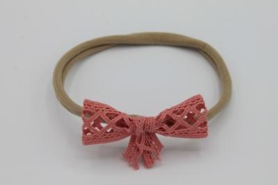 Nylon haarbandje met roze kanten strikje