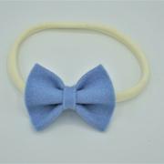 Cremekleurig haarbandje blauwe vlinderstrik