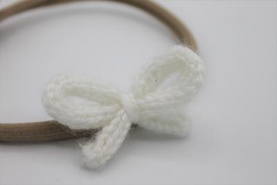 Haarbandje wit wollen strikje