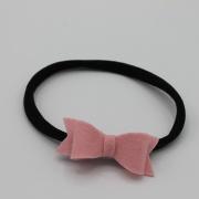 Zwart haarbandje met roze vilten strik