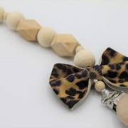 Handgemaakt speenkoord leopard leerlook strik
