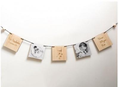 Houten geboorteslinger met foto's horizontaal3