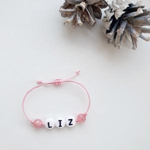 Naamarmbandje met natuurstenen roze kralen