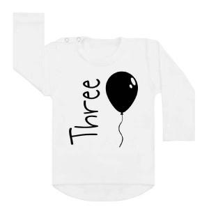 shirt verjaardag ballon drie. Verjaardagsshirt derde verjaardag. Ook als strijkapplicatie beschikbaar. De leukste strijkapplicaties en shirts voor verjaardagen! Vier de verjaardag van je kind in stijl met onze verjaardagsshirts.