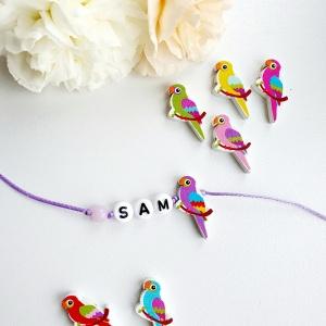 Naamarmbandje met houten papegaai kraal